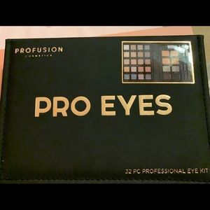 Brand new 32 professional eye kit!